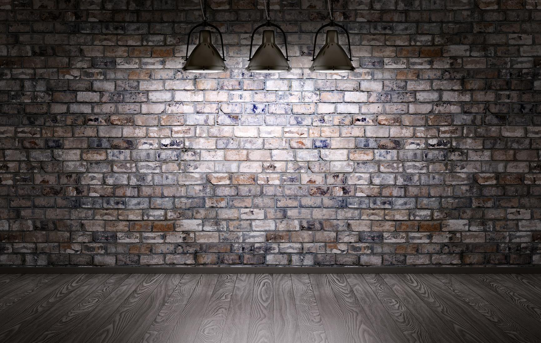 Mur de briques et lampes